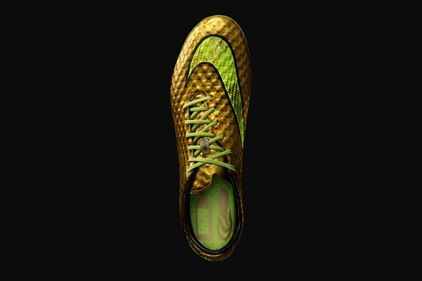 内马尔想要的 金色hypervenom球鞋亮相