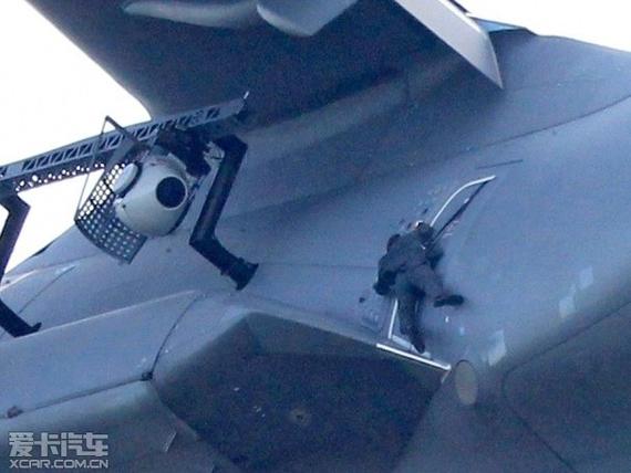 汤姆·克鲁斯为《碟中谍5》挑战高空爬飞机