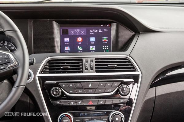 """说到猎豹汽车大家应该都不陌生,作为自主品牌中的""""老家伙""""在越野圈里还是有些知名度的。黑金刚的硬汉印象便是其中之一,不过从去年开始猎豹一改往日风格,也加入了都市风的圈子。自从2.0T的CS10上市以后,凭借外观确实在紧凑型SUV市场里掀起一阵波澜。如今,猎豹为了扩充CS10的市场线,1."""